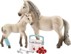 Schleich Horse Club - 42430 Hannahs Erste-Hilfe-Set mit Isländer Stute und Fohlen, ab 3 Jahre